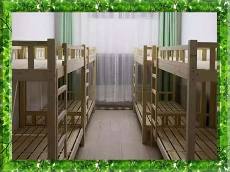 图片为哈尔滨新发展复读学校学生宿舍现场照片